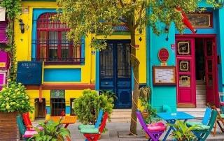 colorful houses istanbul 320x202 - آشنایی با خانه های رنگی استانبول